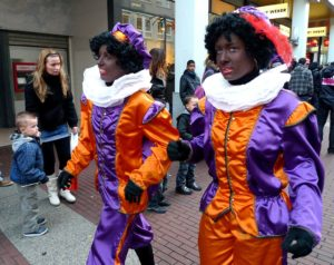 they are not black two female Zwarte Piets on Burgernet