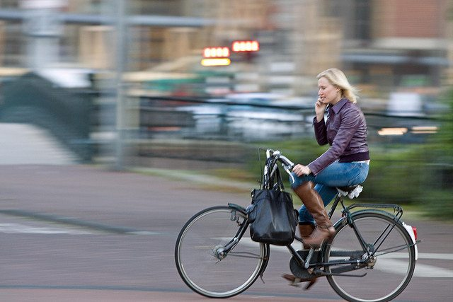 Use of Smartphone While Cycling to be made illegal in the Netherlands