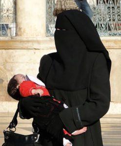 397px-Woman_in_niqab,_Aleppo_(2010)