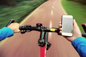 smartphone use while cycling